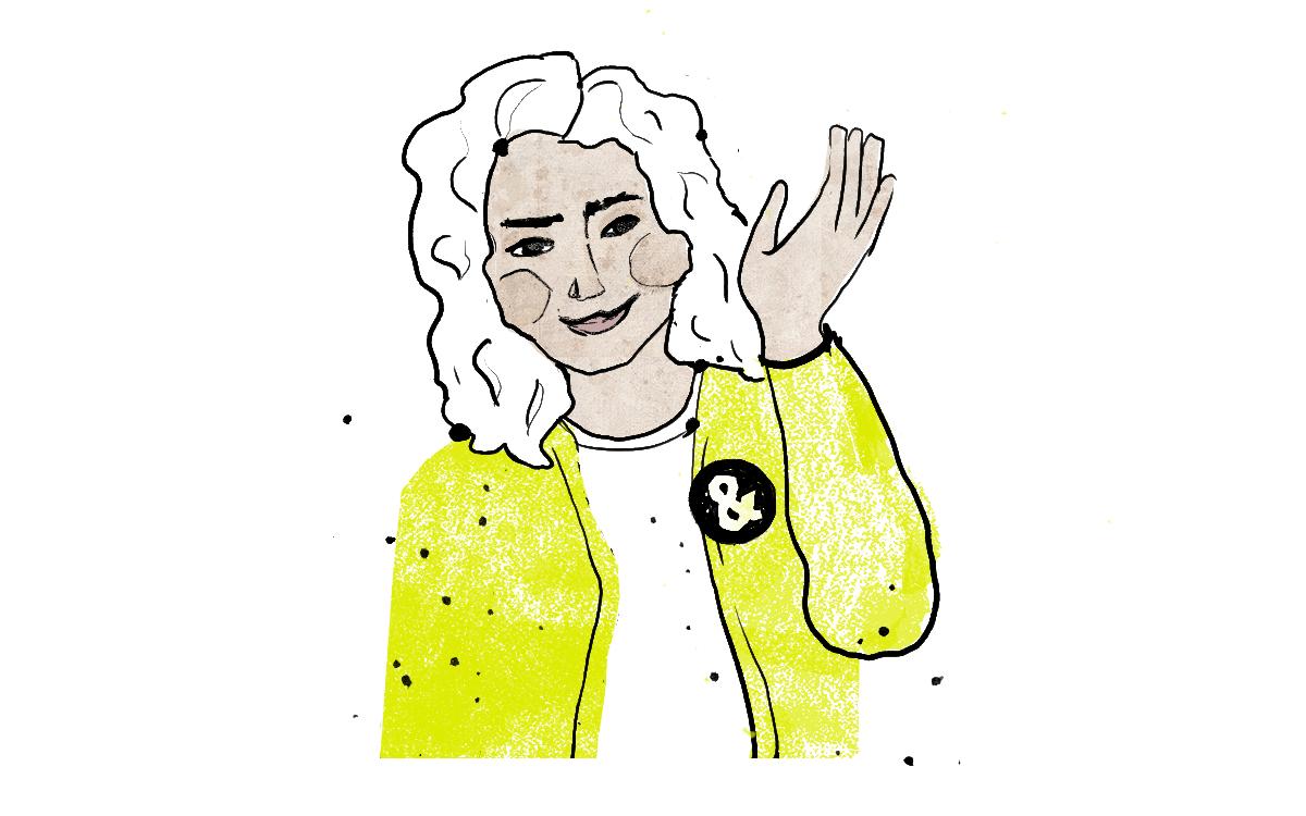 Eine junge Frau mit gelber Jacke winkt
